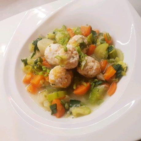 Boulettes de Poulet Légumes Bouillon