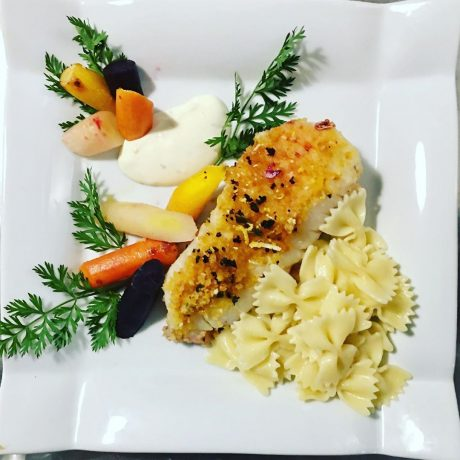 Dos de cabillaud en croûte et carottes colorés